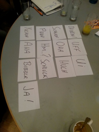 Teilnehmer der Autorrunde sortieren Gefühle. Wir nennen das Spiel Die Leserreise.